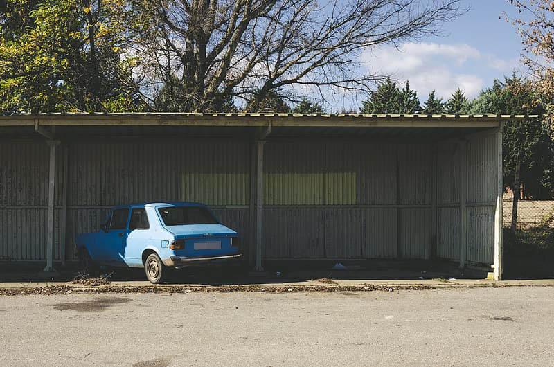 Automobil parkiran