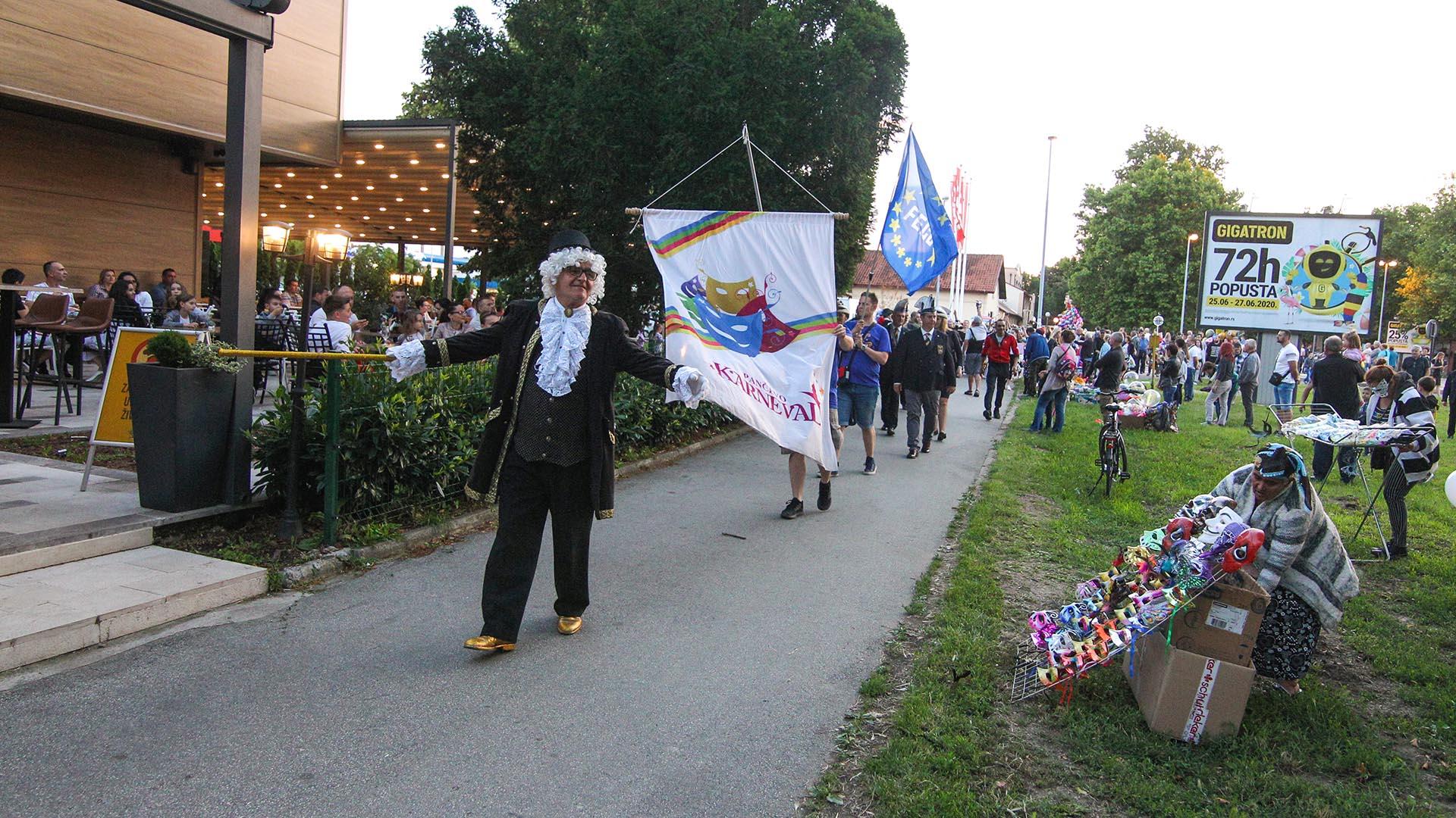 Karneval na trotoaru