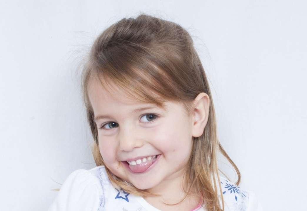 Devojčica koja se smeje