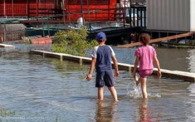 deca u vodi do kolena