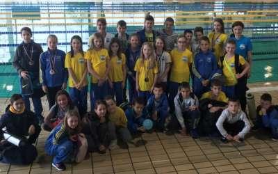 Plivači Dinama na takmičenju Zmaj