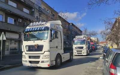 Kamioni defiluju Pančevom