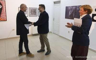 Fotoreporter portala 013info, Aleksandar Stojković, prima nagradu na 48. Salonu umetnosti Pančeva