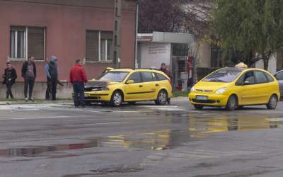 Taksi se zapalio