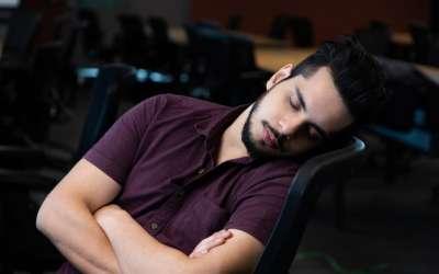 Zaspao u stolici